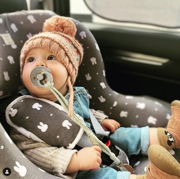 bebe que no quiere ir en la silla de coche